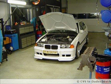 Onze raceauto in opbouw